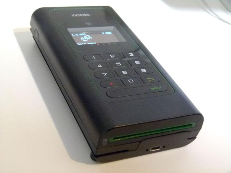 スマホでクレジットカードと電子マネー決済が可能な決済端末「Incred... [画像] スマホで